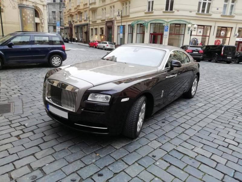 Aukce luxusního vozu Rolls-Royce Wraith