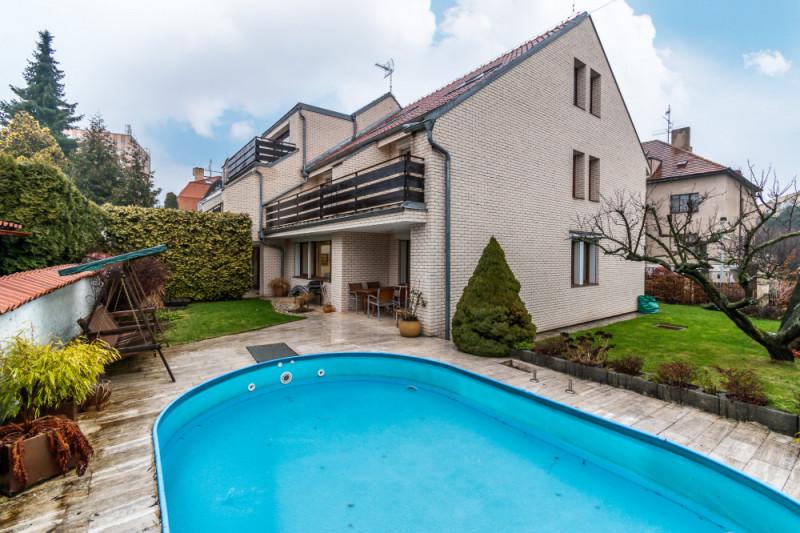 Dražba rodinného domu s administrativními prostory, bytem, dvougaráží a zahradou v Praze 4 - Krči