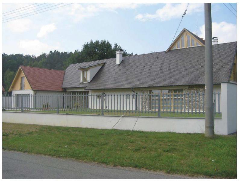 Dražba rodinného domu 10+kk s pozemky o velikosti 3 633m2, terasou, krytým bazénem a garáží (Lhotka - Mělník)